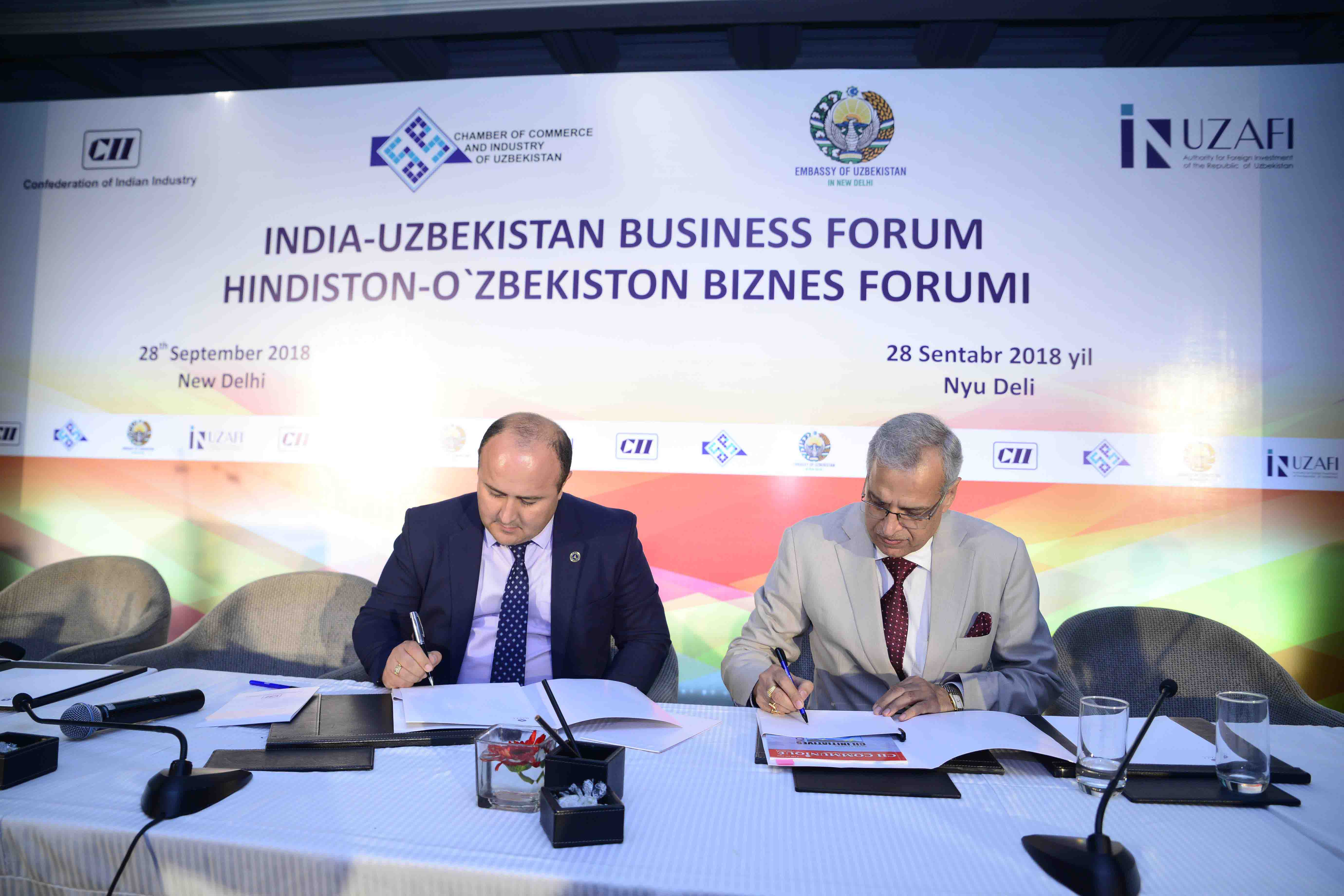 Mr Rajiv Arora, Executive Vice President, Muez Hest singing the MOU with Mr Avaz D Khodjiev, Deputy Governor of Sirdariya Region, Republic of Uzbekistan in the presence of the H.E. Mr S. Kholmusadov, Hon'ble Deputy Prime Minister, Republic of Uzbekistan and Mr Suresh Prabhu, Hon'ble Minister of Commerce & Industry and Civil Aviation, Government of India.
