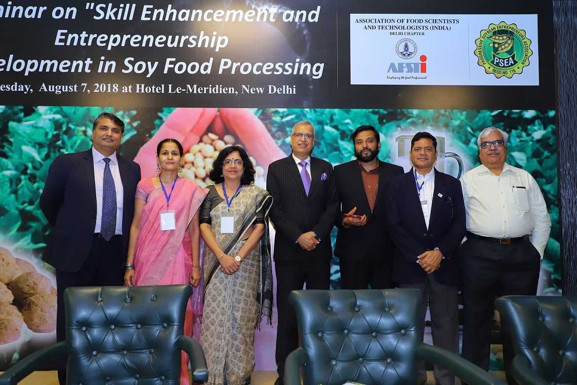 Mr Rajiv Arora, Executive Vice President, Muez Hest shared the dais with Dr Ratan Sharma, Technical Director, US Soybean Export Council, besides, Mr Sagar Kurade, Vice President, AFSTI, Dr Eram S Rao, President, AFSTI, Delhi Chapter, Dr Anita Malhotra, Secretary, AFSTI & Mr D N Pathak, Executive Director, SOPA.